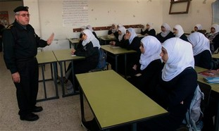 Hamas official with Gazan schoolgirls