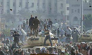 Egyptian protesters throwing rocks