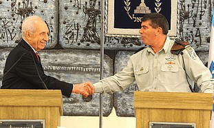 Peres and Ashkenazi shake hands, Monday