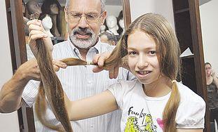 KEREN URZACH lets Eli Ben-Zikri cut her hair.
