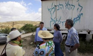 Foreign tourists on trip to W. Bank settlements - Photo: REUTERS