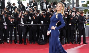 Model Bar Refaeli arrives on the red carpet