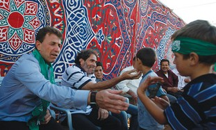 freed Palestinian prisoner greets child