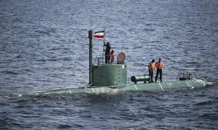 Iranian submarine in Strait of Hormuz