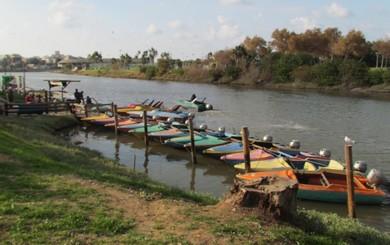 Boats moored in the Hayarkon (TouristIsrael.com)