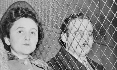 Julius and Ethel Rosenberg leave courthouse