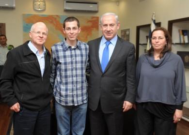 The Schalit family meets PM Netanyahu in Tel Aviv (GPO / Moshe Milner)