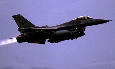 US Air Force F-16 during takeoff