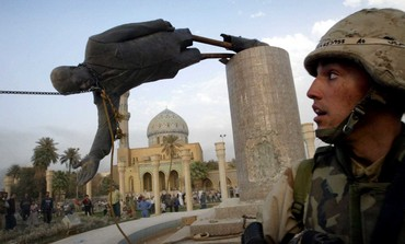 US marine watches as Saddam Hussein statue falls