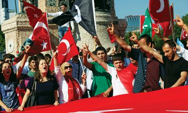 Turkish nationalists wave flags in Istanbul