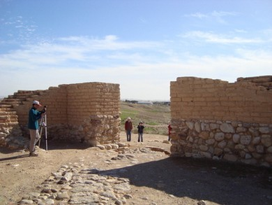 Entrance gate into Tel Beer Sheba (courtesy Travelujah)