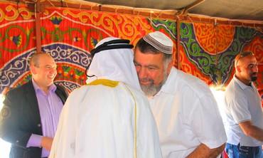 Sheikh Farid Al-Jabari greets Gershon Mesika
