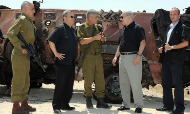 Netanyahu and Barak in Sinai after attack.