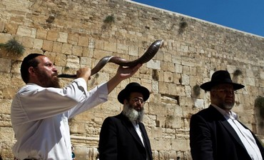 Shofar blown at Western Wall