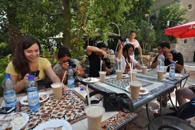 Bloggers taking photos (Zohar Fischer)