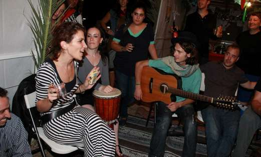 Jam Session in Public Succa Atarim Square (Photo: Moshe Goldberg)