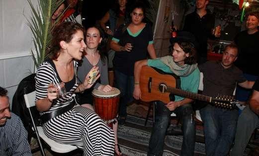 Jam Session in Public Succa Atarim Square (Photo: Moshe Goldberg)