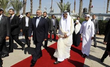 Qatari emir greeted in Gaza by Haniyeh