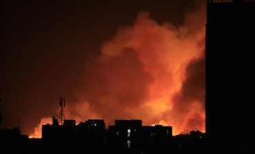 Fire engulfs the Yarmouk ammunition factory - Photo: REUTERS/Stringer