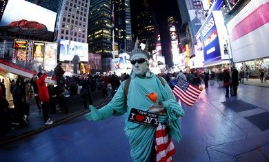Man dressed as Statue of Liberty in NY