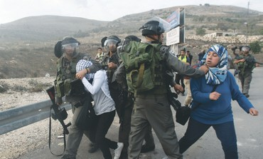 BORDER POLICE detain a Palestinian stonethrower