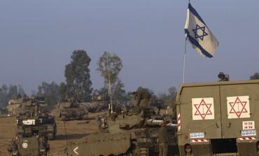 IDF tanks and ambulance on the Gaza border -  Photo: Ronen Zvulun / Reuters