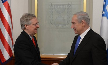 Netanyahu shakes hands with McConnell, Jan. 2013