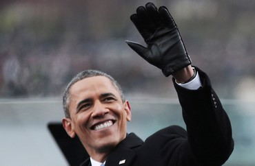 Obama waves during his second presidential inauguration