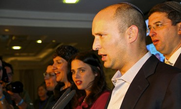 Bayit Yehudi head Naftali Bennett makes post-election speech at Kfar Maccabia, January 22, 2013.