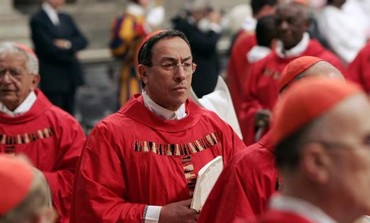 Honduran Cardinal Oscar Andres Rodriguez Maradiaga arrives to attend a Mass at the Vatican, 2005