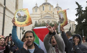 Palestinians protest in support of hunger striker Samer Essawi outside J'lem court, Feb 19