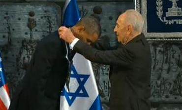 President Shimon Peres presents Medal of Distinction to US President Barack Obama