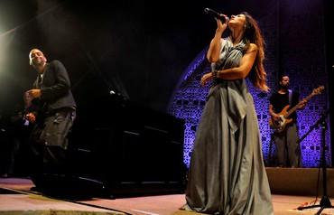 Idan Raichel performing with Maya Avraham (Hadas Parush)