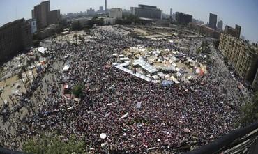 Protesters opposing Egytian President Morsi in Tahrir Square Cairo, June 30, 2013