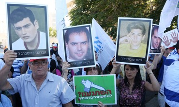 Demonstration against the release of Palestinian prisoners.