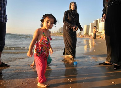 Id al-Fitr celebration at  the beach in Tel Aviv (Hadas Parush)