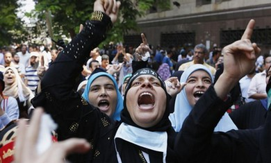 Morsi Supporters protest near Ennour Mosque in Cairo August 16, 2013. (Reuters)