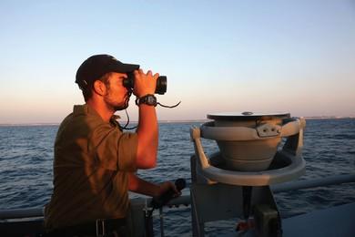 A soldier surveys the horizon (Marc Israel Sellem)