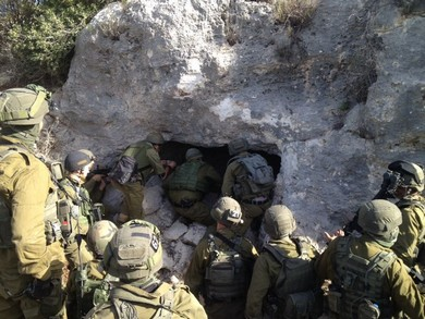 IDF soldiers surround suspect in cave in West Bank (IDF)