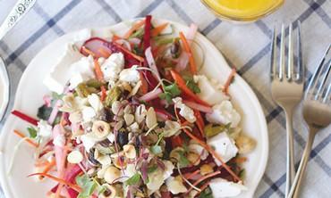 Crispy and colorful root salad (Efrat Lichtenstadt)