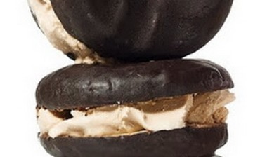 Doughnut Ice Cream Sandwich (Courtesy)