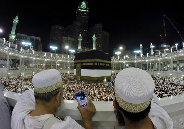 Muslim pilgrims to Mecca are a hit on social media with 'hajj selfies ...