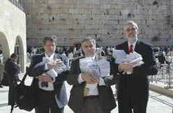 Christian prayers from America brought to Kotel
