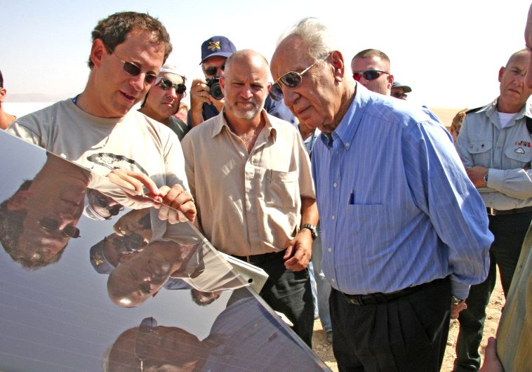 Shimon Peres at Kibbutz Ketura (Yuval Ramos)