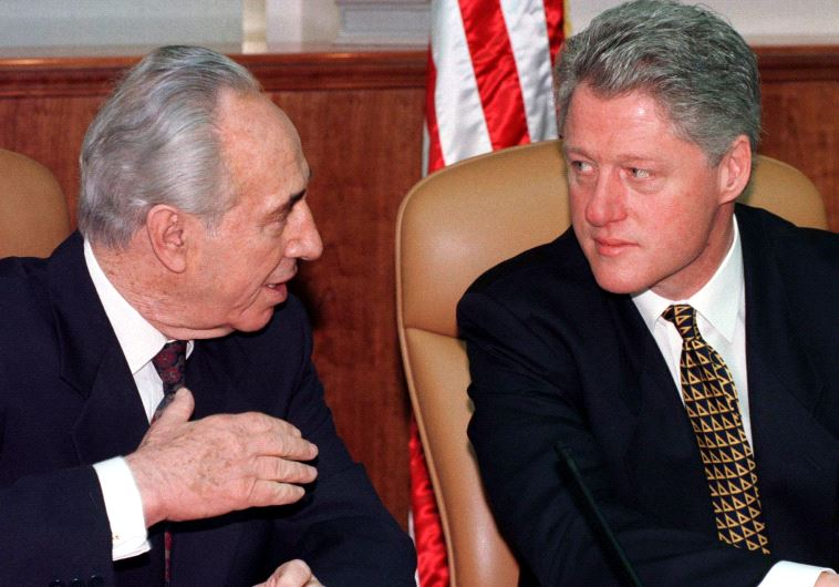 Former US president Bill Clinton (R) witth former president Shimon Peres (photo credit: REUTERS)