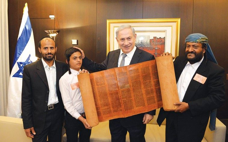 PRIME MINISTER Benjamin Netanyahu looks at a centuries-old Torah scroll from Sana'a (Haim Zach/GPO)