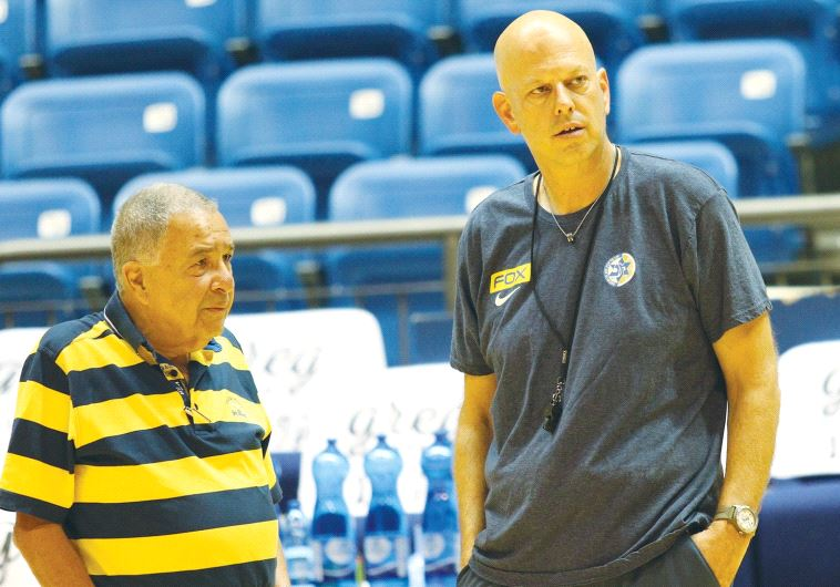 Shimon Mizrahi and Rami Hadar, chairman and coach of Maccabi Tel-Aviv respectively