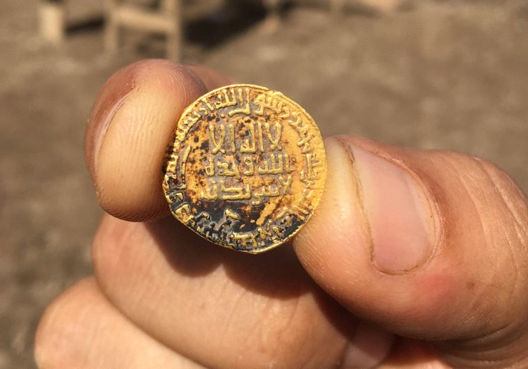 Gold coin from the 8th century AD inscribed with Arabic and mentions the name of the Prophet Muhammad found in the town of Kama in the lower Galilee (photo credit: GILAD CHINMON / ISRAEL ANTIQUITIES AUTHORITY)