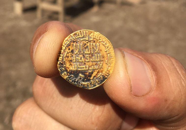 Dos adolescentes descubren moneda de 1.200 años en Galilea ShowImage