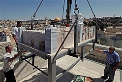 Aish HaTorah installs Second Temple model opposite Western Wall